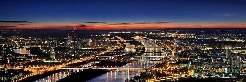 Ausblick über Wien bei Nacht, frei verwendbar durch https://creativecommons.org/publicdomain/zero/1.0/deed.de