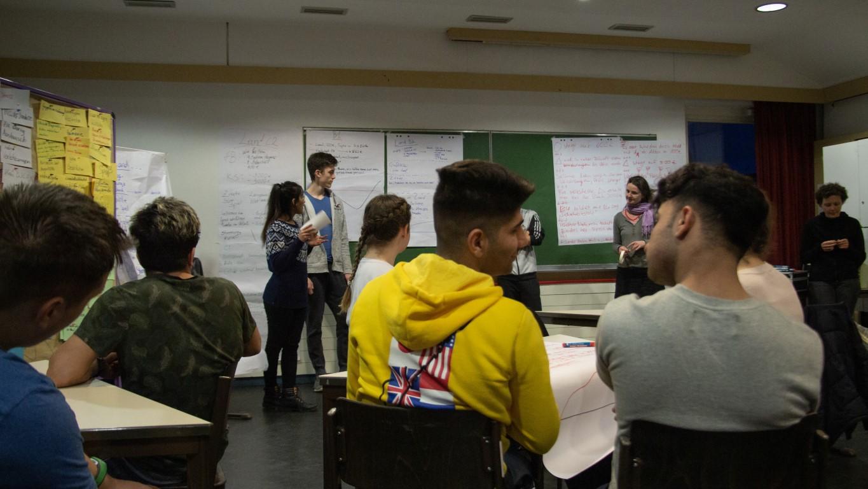 Harz 2019 Seminarkurs Globalisierung diskutiert mit Geflüchteten